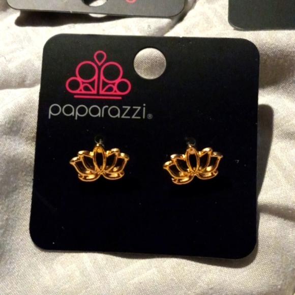 Paparazzi gold post earrings